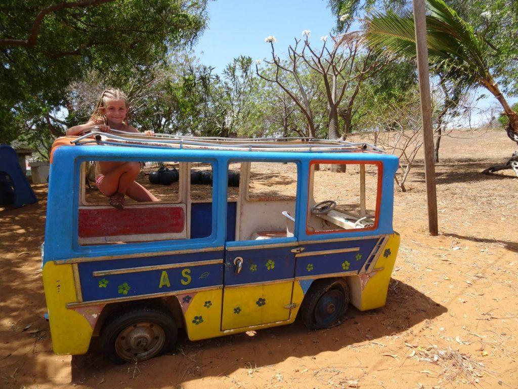 hotel badamera - roxane toujours pas dégoutée des taxi-brousse à Ramena