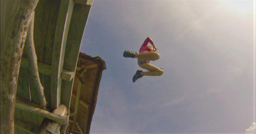 chatounette se jette du ponton à bolilanga, togian