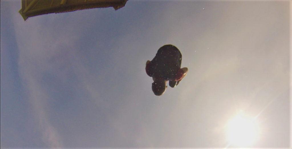 chaton se jette du ponton à bolilanga, togian