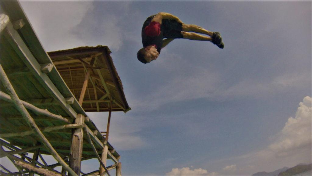 chaton se jette du ponton à bolilanga, togian, salto