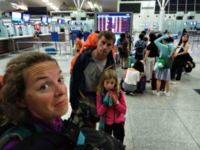 De Hanoï à Paris : une longue journée et une longue nuit dans les avions/aéroports .