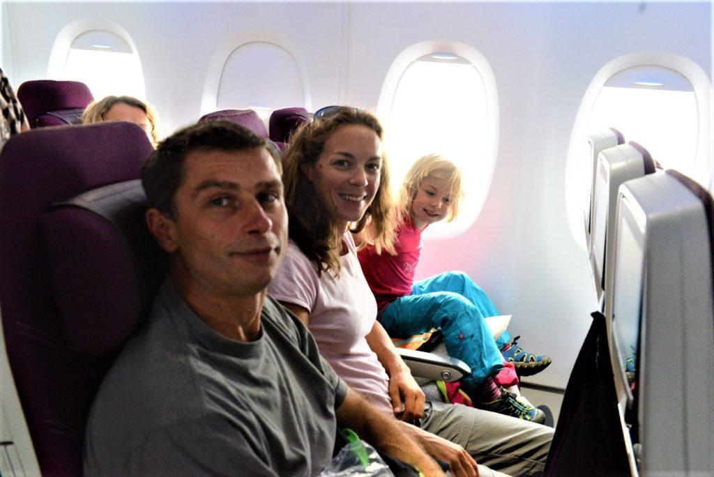 les 3 chatons dans l'avion pour colombo