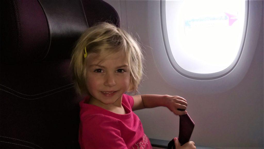 chatounette dans l'avion pour colombo