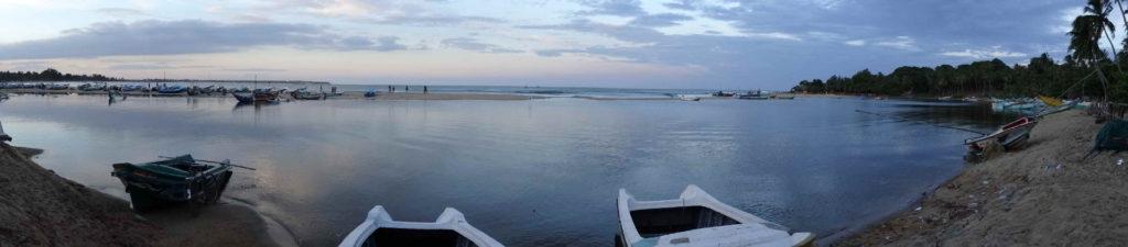 spot de surf arugam bay au soleil couchant, vue panoramique