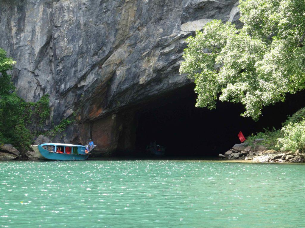 entrée de la grotte 1 du Parc National de Phong Nha Ké Bang