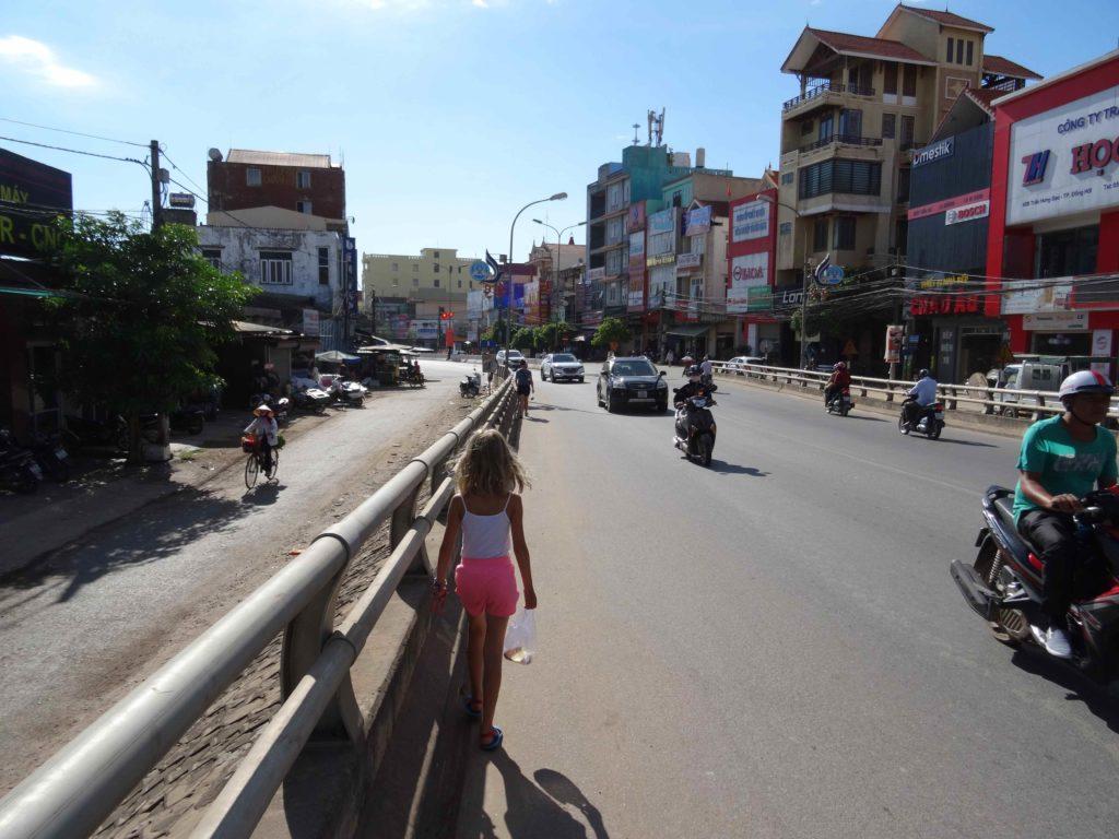 chemin pour rejoindre Les grottes du Parc National de Phong Nha Ké Bang