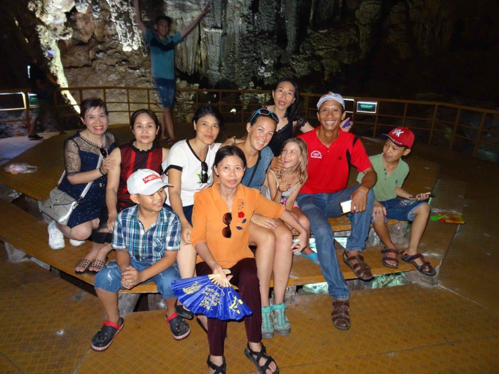 photo de groupe dans la grotte 2 du Parc National de Phong Nha Ké Bang
