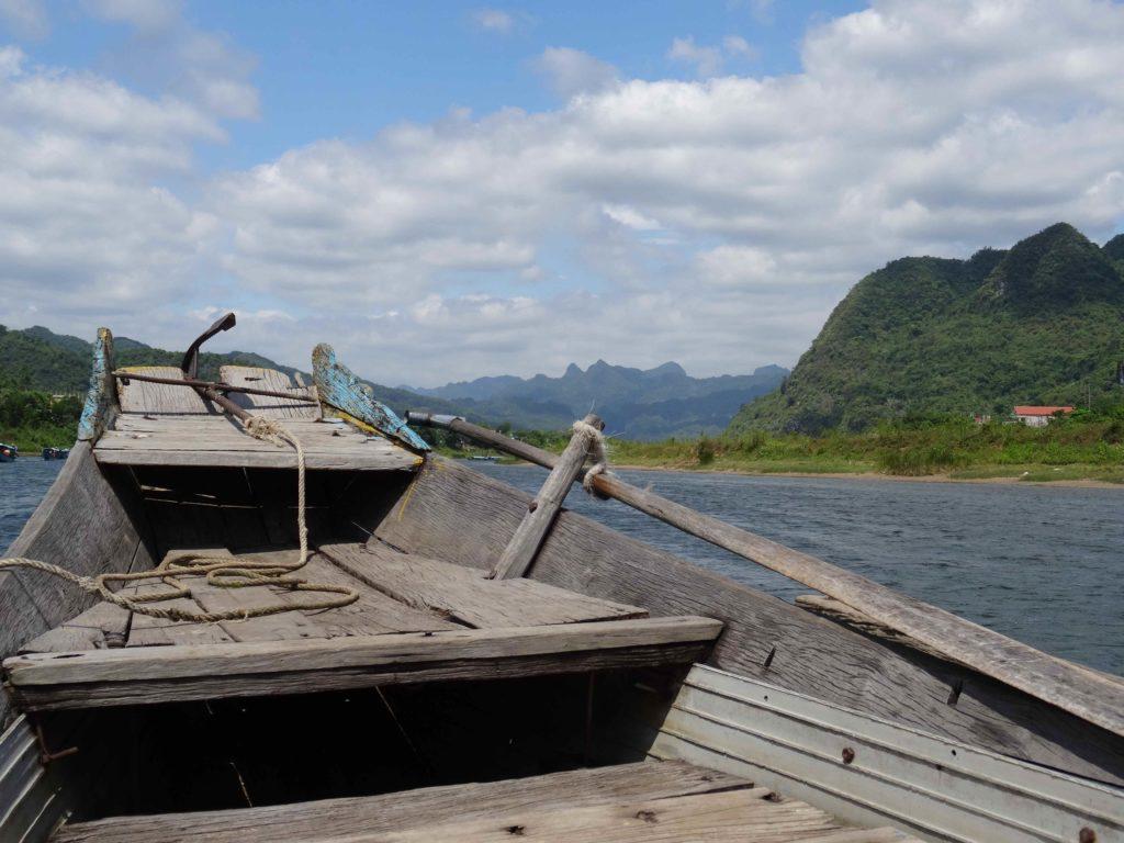 bateau pour rejoindre Les grottes du Parc National de Phong Nha Ké Bang