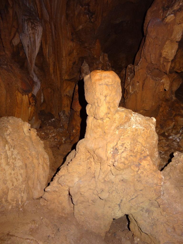 concrétion dans la grotte à ramang-ramang