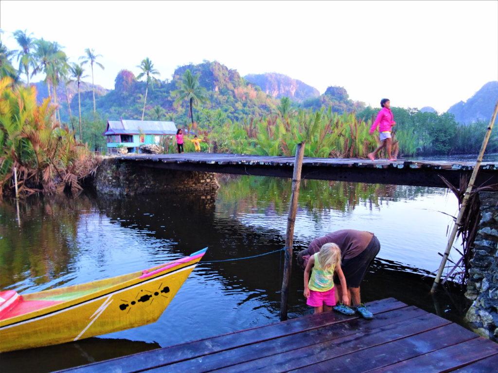 retour en bateau de ramang-ramang, arrivée au ponton d'embarquement
