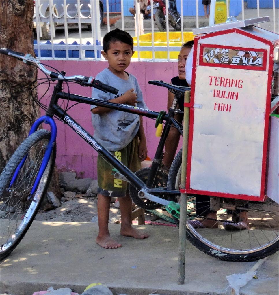 vendeur ambulant de terang bulan près de makassar