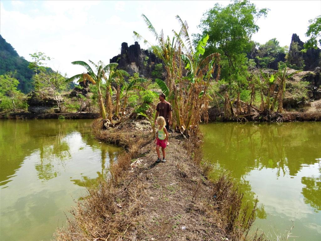 sortie du labyrinthe dans les roches entre ramang-ramang et makassar