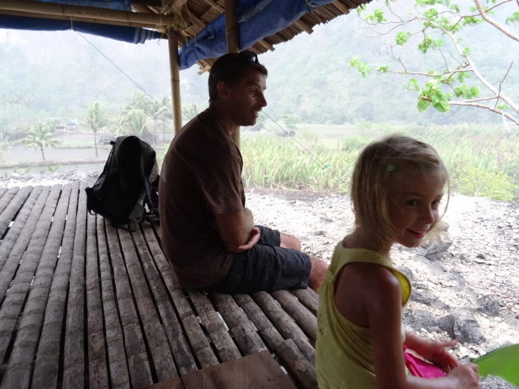 abris en attendant la fin de la pluie à ramang-ramang
