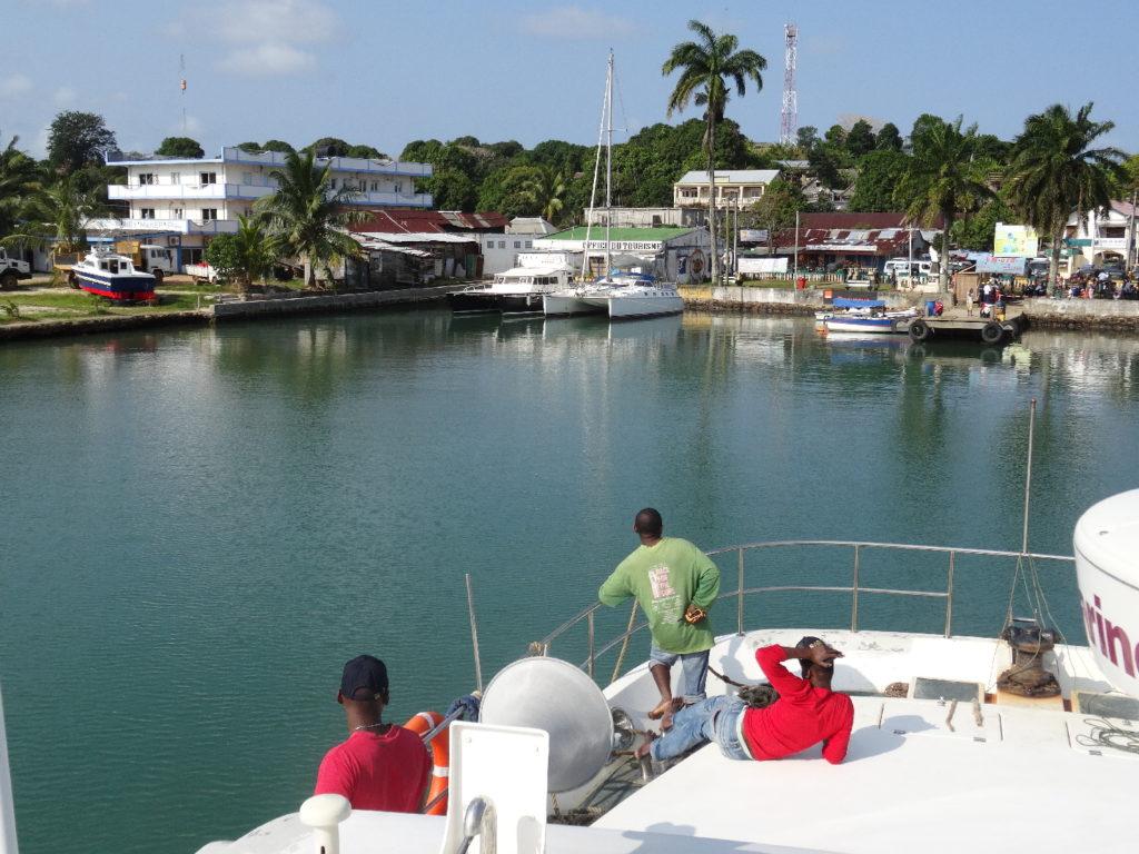 arrivée en bateau à l'île sainte-marie, port