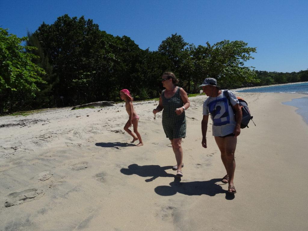plage de mahambo, les darons et chatounette