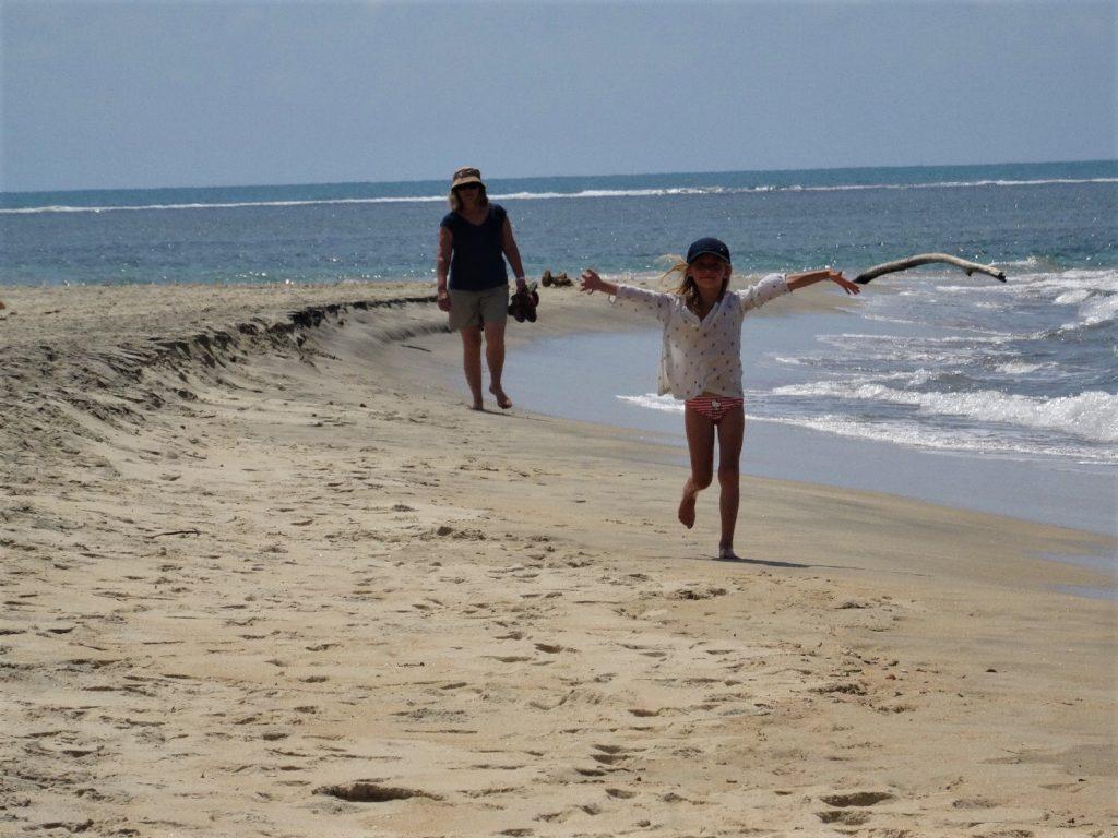chatounette court sur la plage de mahambo