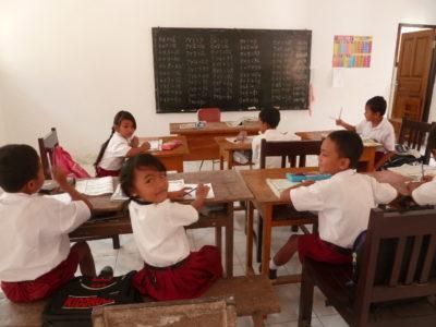 Visite d'une école primaire près de  Balian Beach