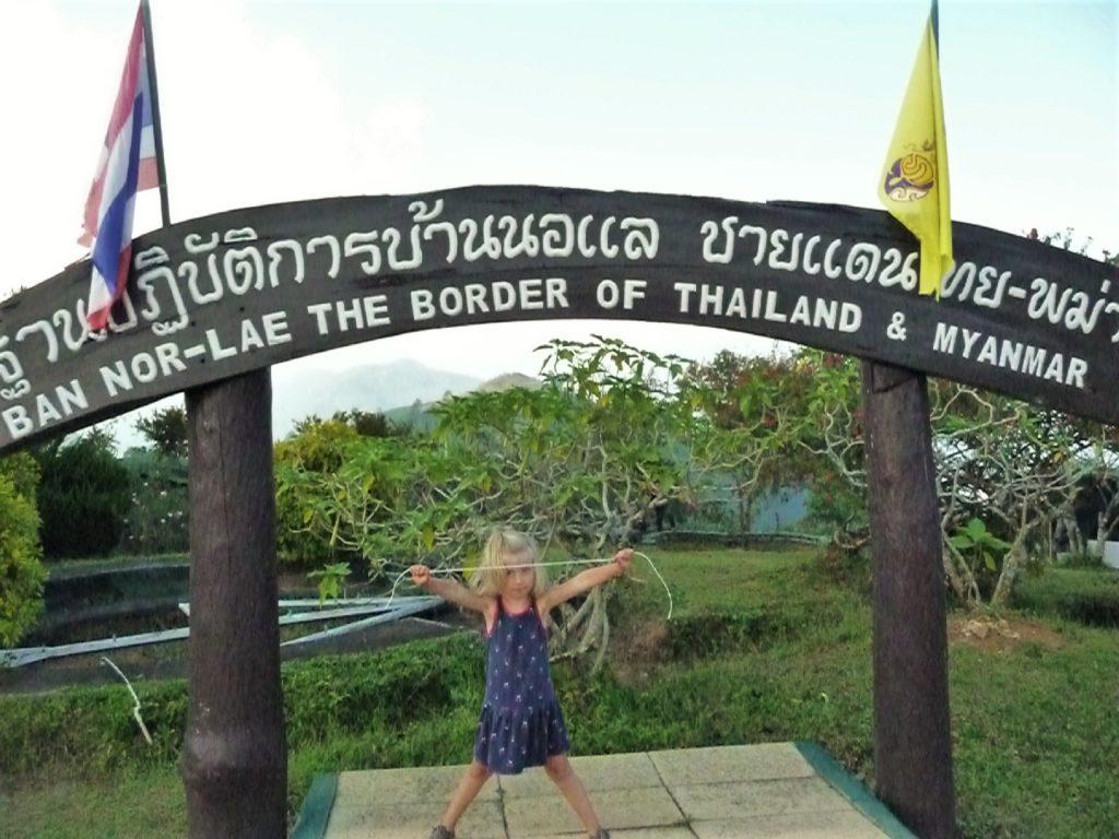 chatounette à la frontière avec le Myanmar près de petit village près de la frontière birmane et Doi Angkhang Royal Agricultural Station à Fang, Nord Thaïlande