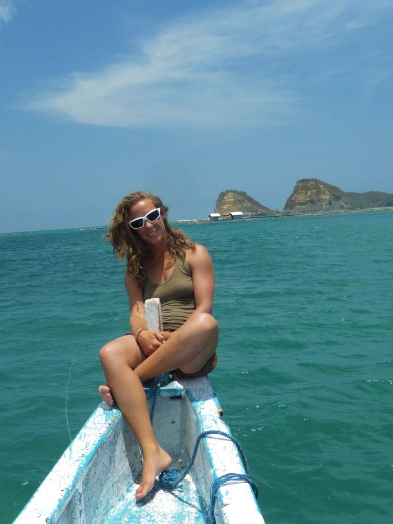 chatoune sur le bateau au spot de surf de Gerupuk, Lombok