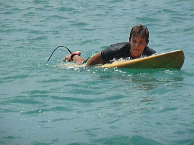jérémy en train de ramer au spot de surf de Gerupuk, Lombok