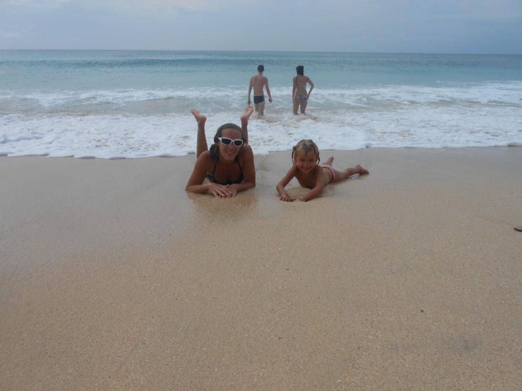 chatoune et chatounette sur la plage de dreamland, spot de surf, près de Kuta Bali