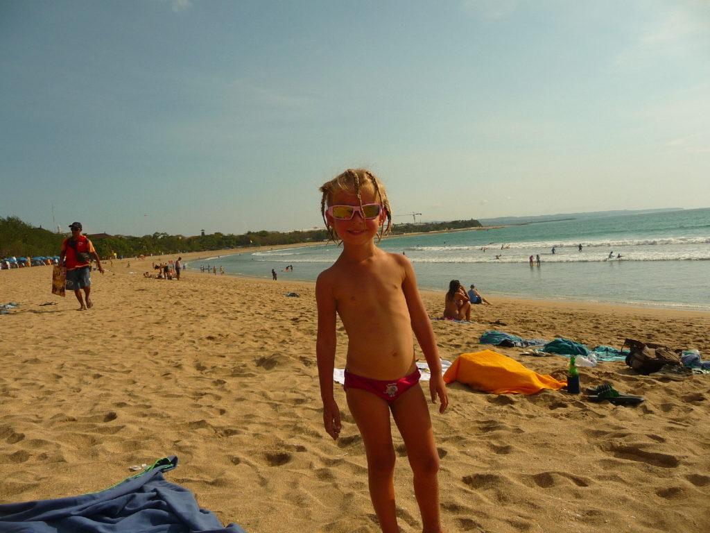 Chatounette sur la plage de Kuta Bali