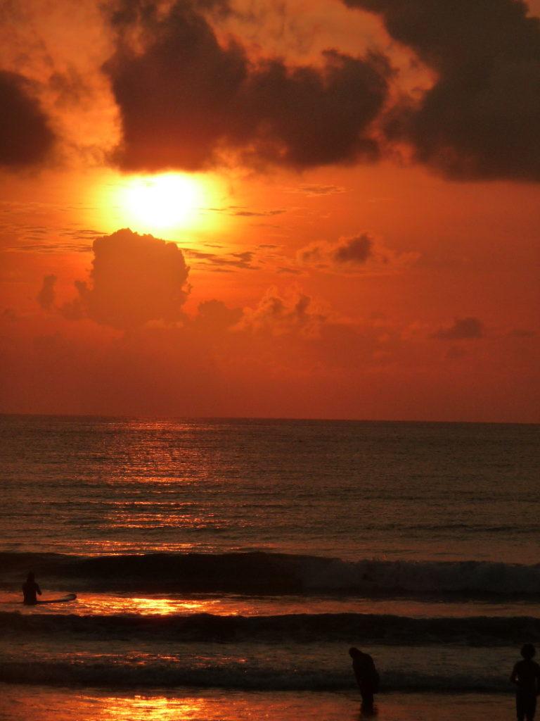 coucher de soleil sur la plage de Kuta Bali