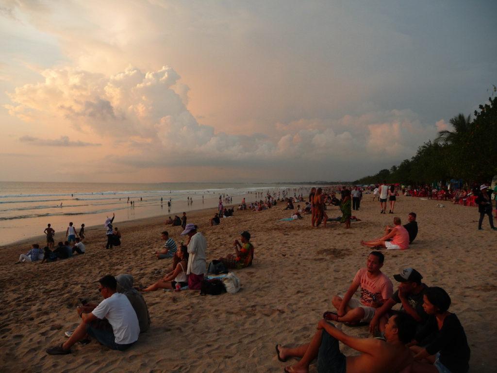 plage de Kuta Bali au coucher du soleil