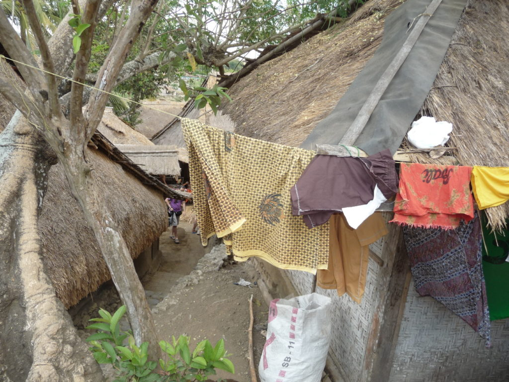 Sade, village sasak à Lombok, linge qui sèche