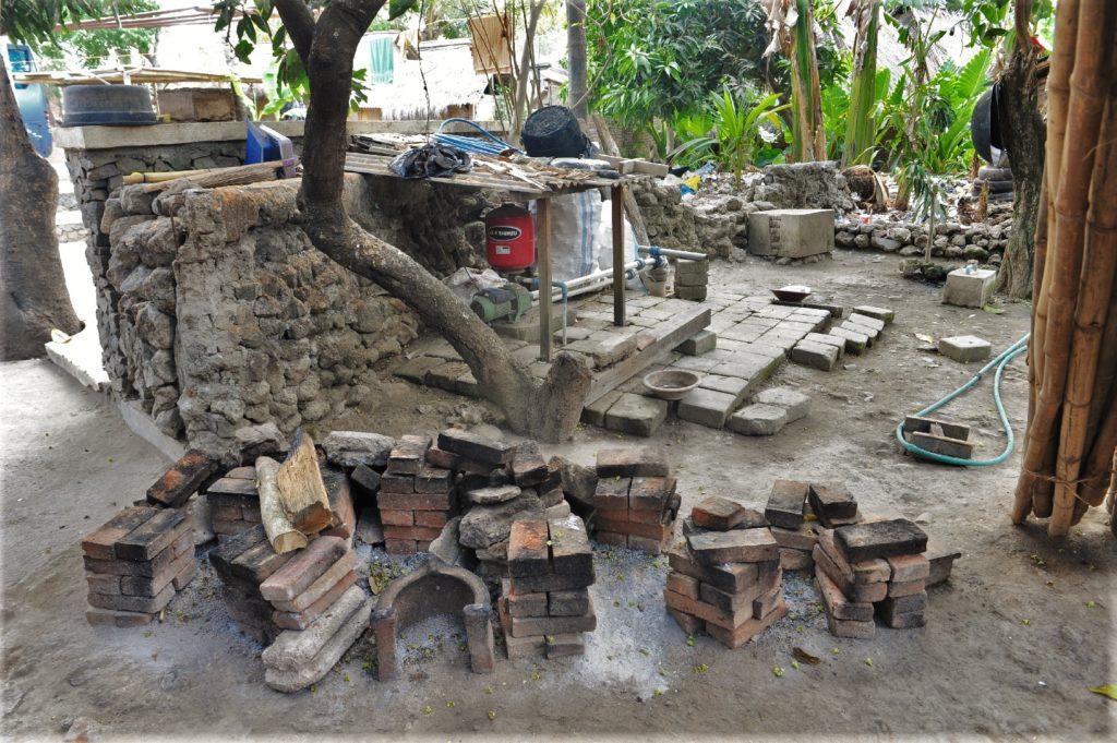 Sade, village sasak à Lombok, cuisine extérieure