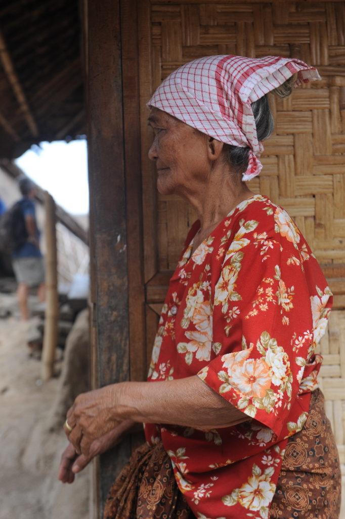 Sade, village sasak à Lombok, portrait de femme âgée