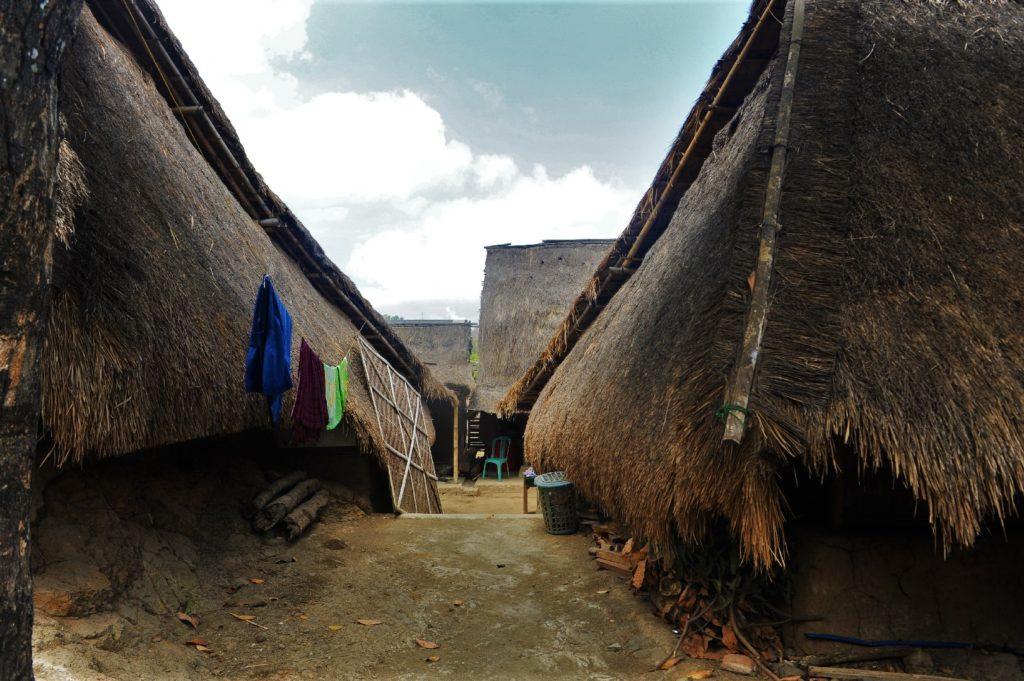 Sade, village sasak à Lombok, ruelle