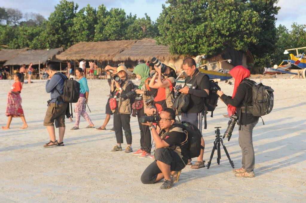 Selong Belanak, plage de rêve de Lombok, au coucher du soleil, école de photographe en plein exercice pratique