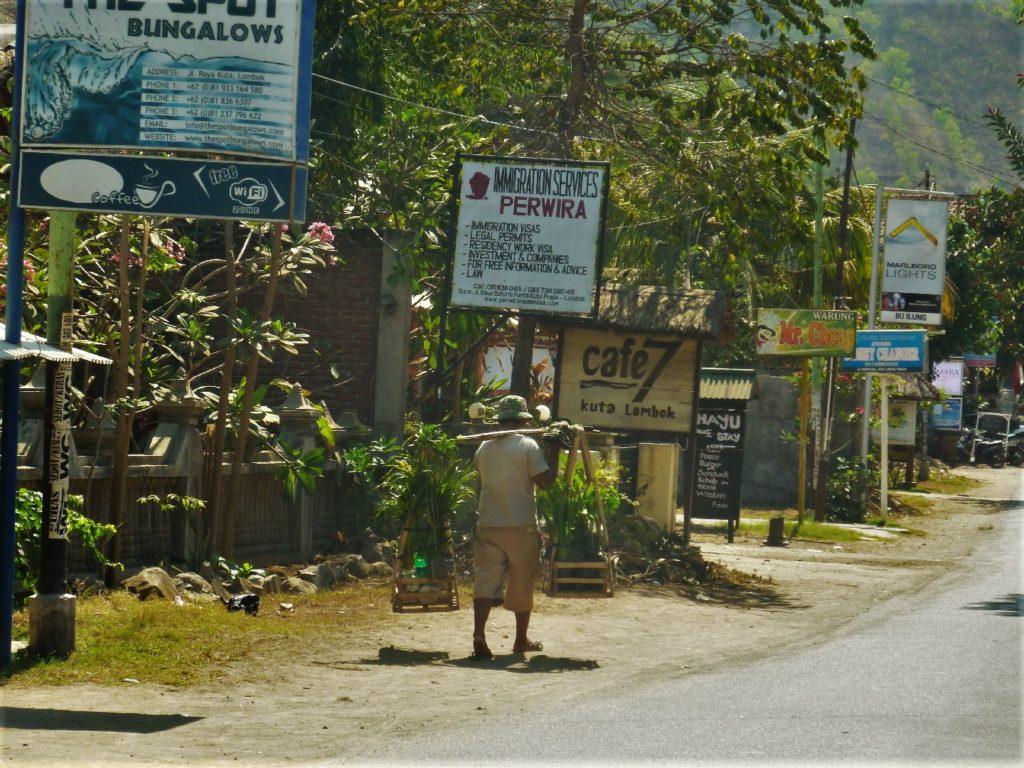 sur la route entre Kuta Lombok et Selong Belanak Beach, village