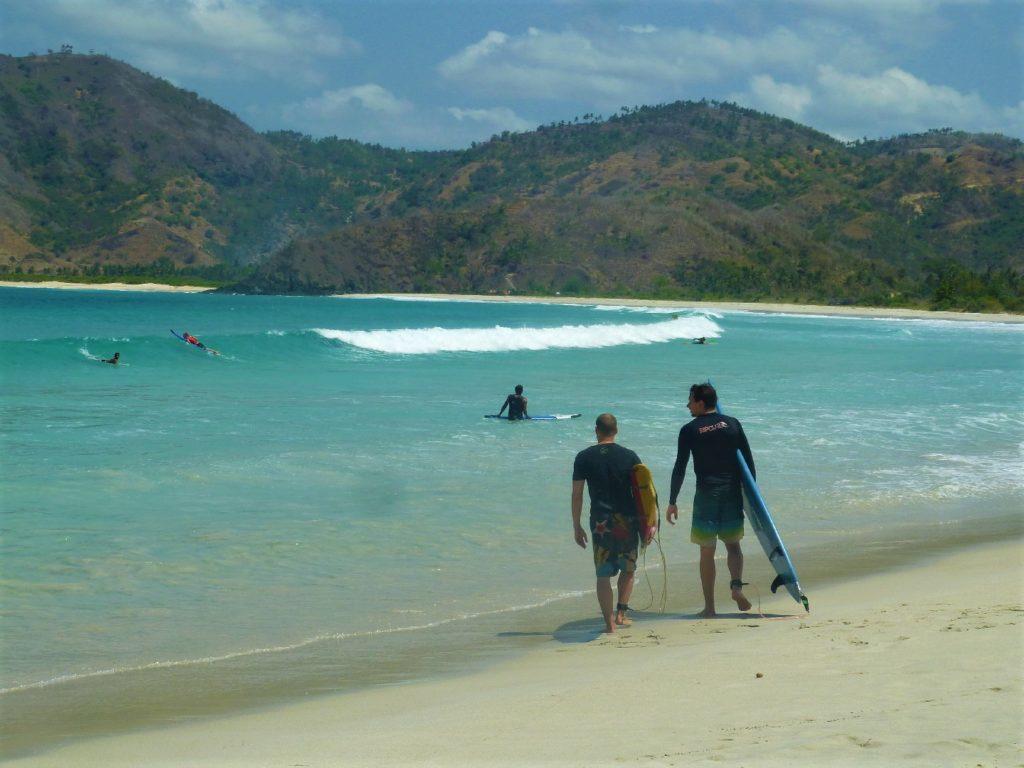 plage de Selong Belanka Beach, surfers