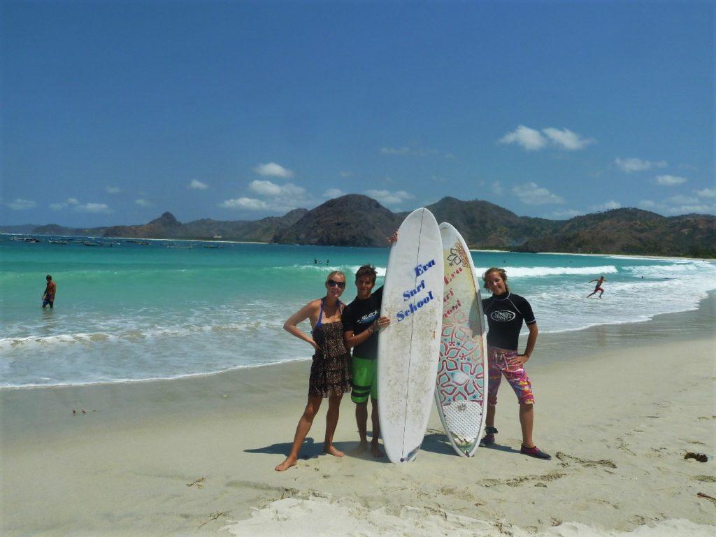plage de Selong Belanka Beach, l'équipe des surfers