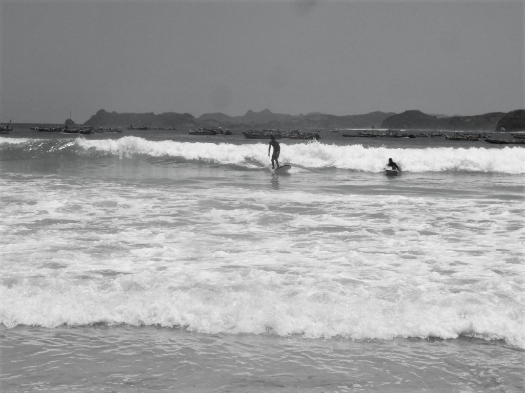 plage de Selong Belanka Beach, jérémy en train de surfer