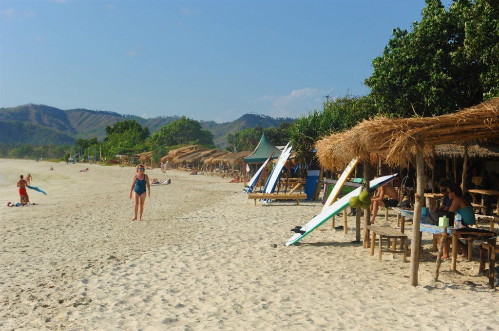 plage de Selong Belanka Beach, vue sur les échoppes
