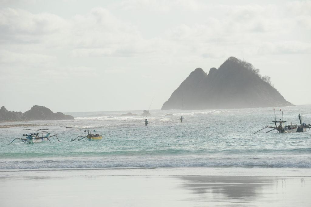 plage de Selong Belanka Beach, bateaux à l'eau