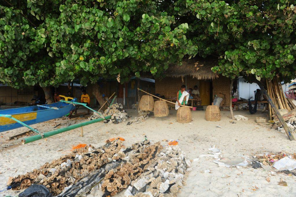 plage de Selong Belanka Beach, les coulisses de la plage, les ateliers des pêcheurs