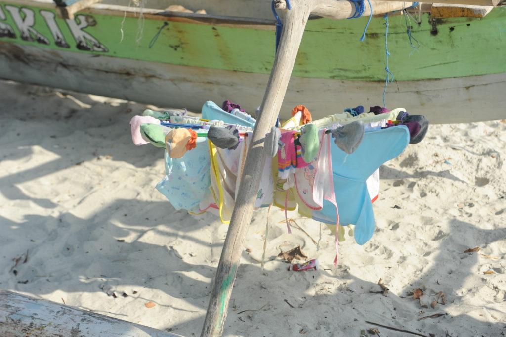 plage de Selong Belanka Beach, les coulisses de la plage, le linge qui sèche