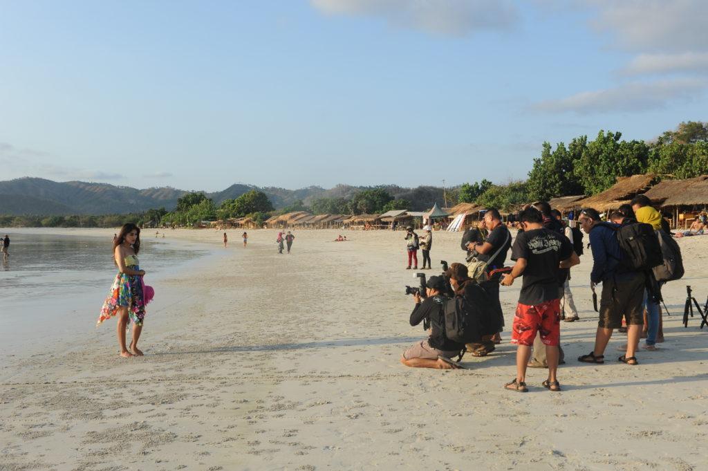 Selong Belanak, plage de rêve de Lombok, au coucher du soleil, école de photographie en action