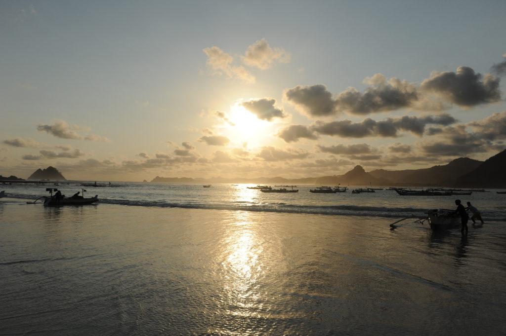 Selong Belanak, plage de rêve de Lombok, au coucher du soleil
