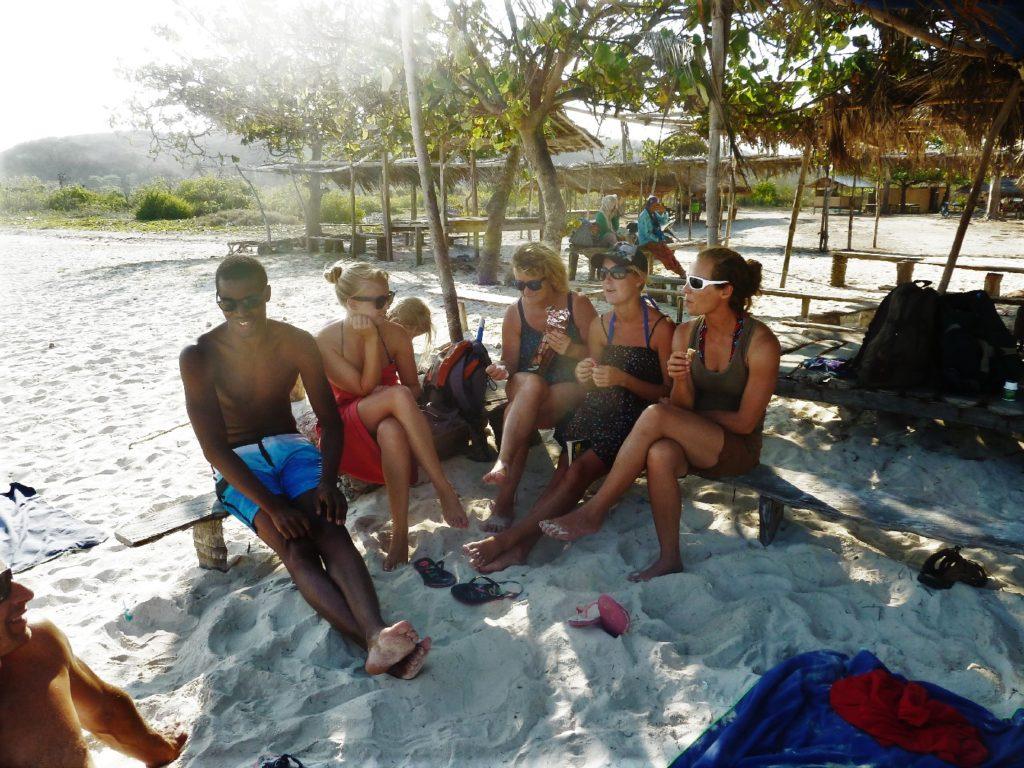 notre famille sur la plage de tanjung aan beach