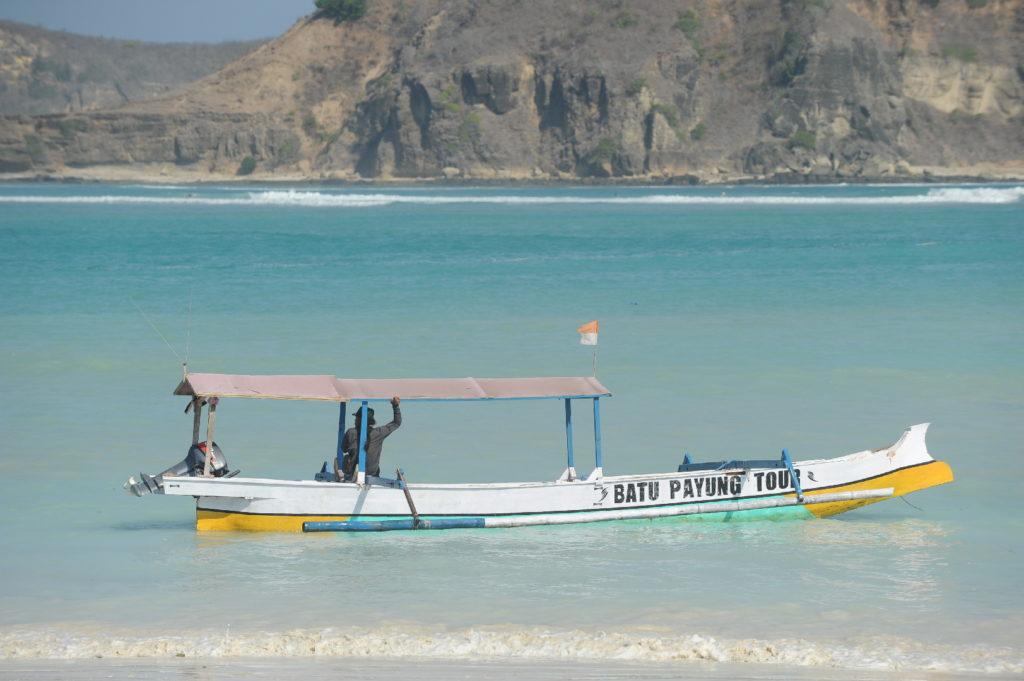 bateau à Tanjung Aan Beach