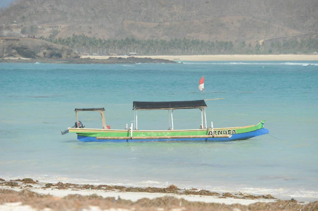 bateau dans la mer à tanjung aan beach
