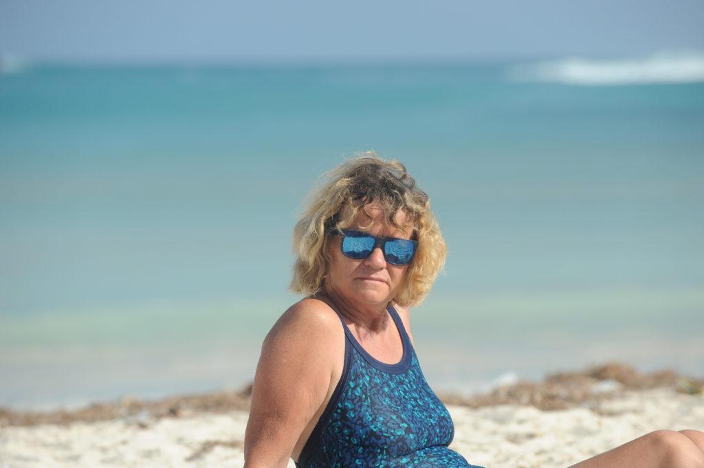 portrait de mamisa sur la plage de Tanjung Aan Beach