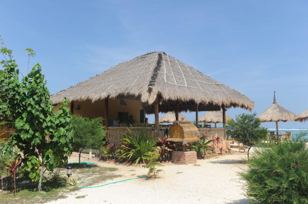 restaurant sur la plage de tanjung aan beach
