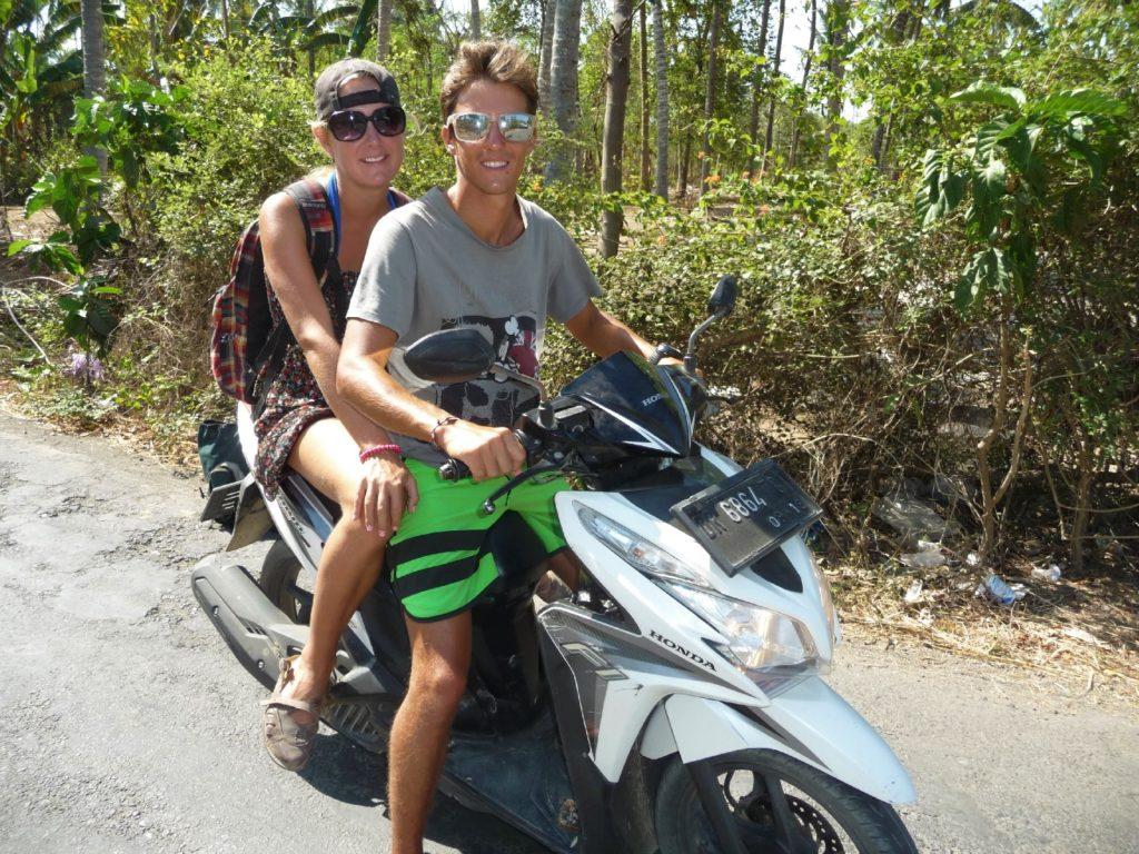pauline et jérémy sur le scooter