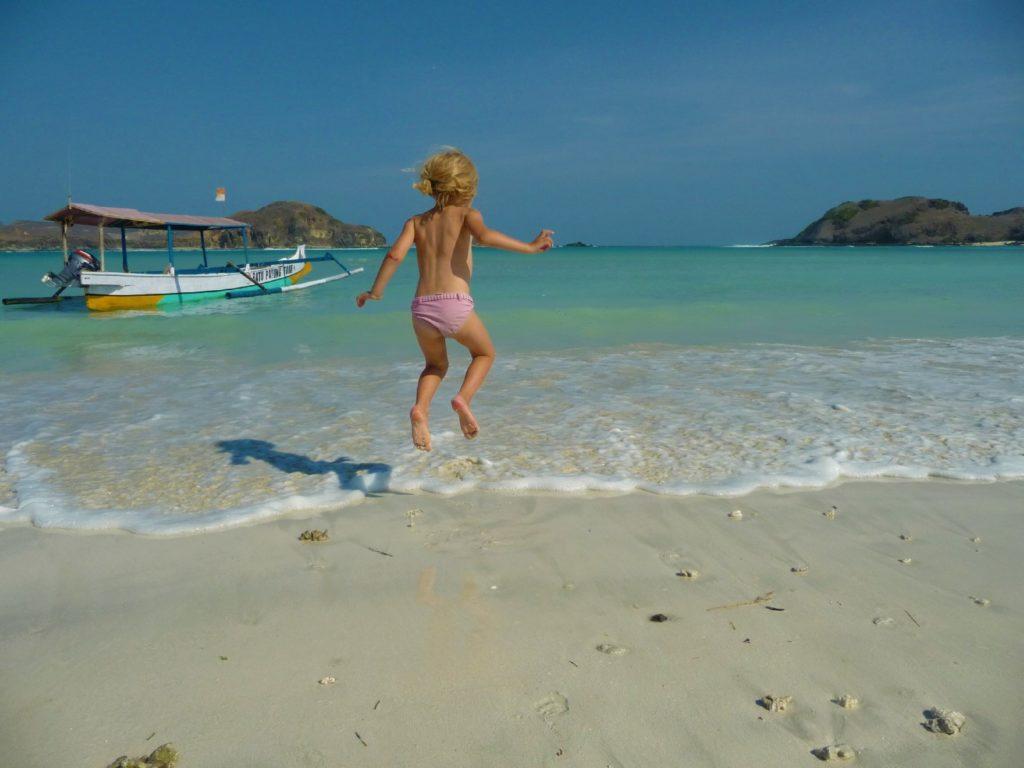 Chatounette sautant sur la plage de Tanjung Aan Beach